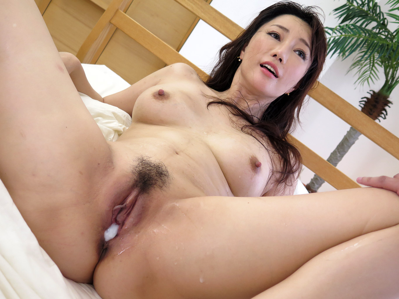 Hot Creampie In Freshly Shaved Japanese Teen Pussy